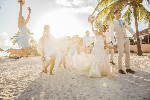 10-items-you-wont-regret-putting-in-your-beach-wedding-emergency-kit-1