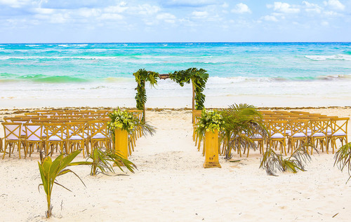 6-cool-beach-wedding-decor-ideas-that-youll-want-to-steal-2
