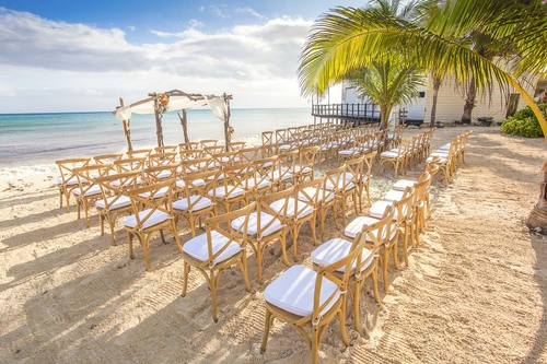 6-cool-beach-wedding-decor-ideas-that-youll-want-to-steal-3