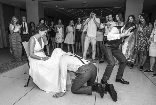 garter-toss-bouquet-toss-wedding-traditions-and-superstitions-1