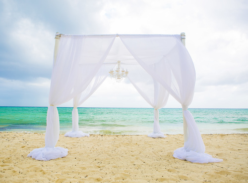 8 Little Known Things You Need to Plan Extra Carefully if You're Getting Married On the Beach-3