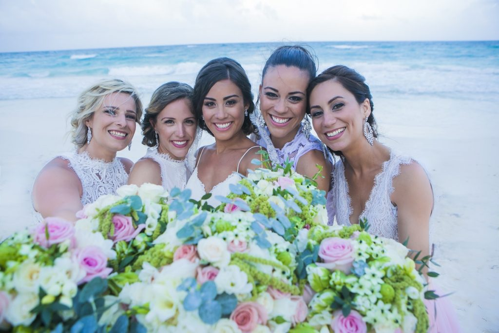 akiin-beach-club-tulum-jot-amy-bridal-party-2