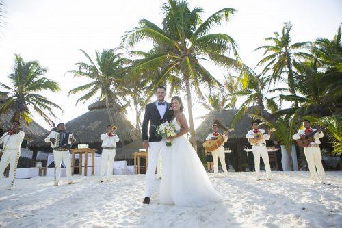 Jot and Amy Akiin Beach Club Tulum 17 500x333 - Jot & Amy - Ak'iin Beach Club