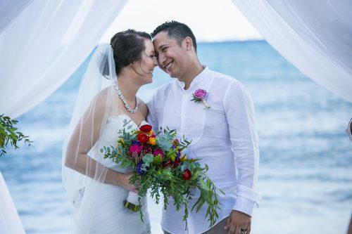 amber-mauricio-beach-wedding-grand-coral-playa-del-carmen-01-11