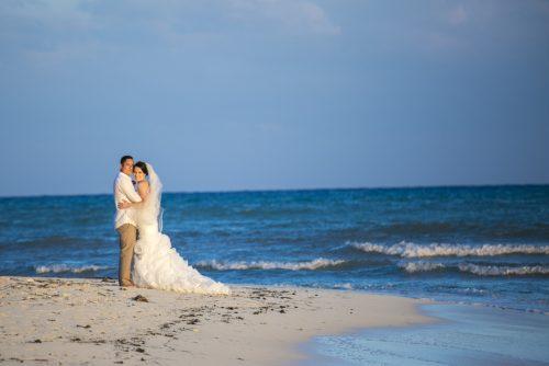 amber-mauricio-beach-wedding-grand-coral-playa-del-carmen-04-4