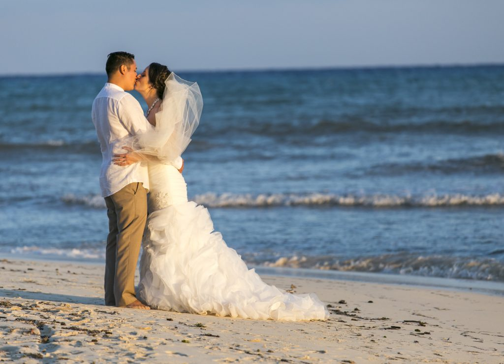 Amber Mauricio beach Wedding Grand Coral Playa del Carmen 04 6 1024x741 - 3 Best Destination Wedding Venues In Riviera Maya