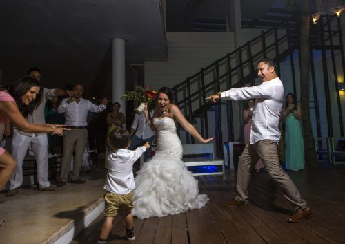 Amber Mauricio beach Wedding Grand Coral Playa del Carmen 06 2 500x353 - Amber & Mauricio - Grand Coral Beach Club