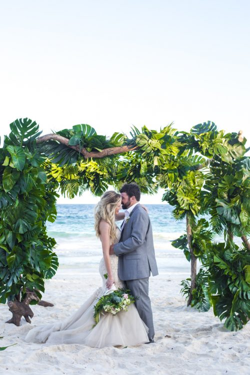jessica-brian-beach-wedding-akiin-beach-club-tulum-04-12