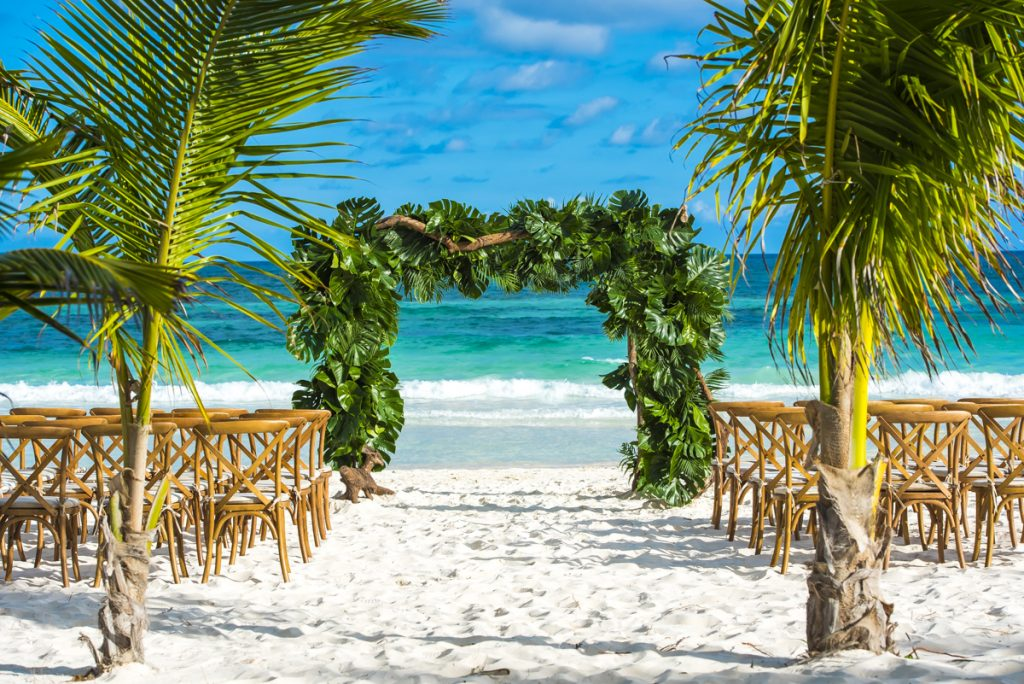 jessica brian beach wedding akiin beach club tulum 06 17 1024x684 - 6 Cool Beach Wedding Decor Ideas That You'll Want To Steal!