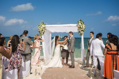 neesha-mike-beach-wedding-finest-Playa-mujeres-cancun-02-11