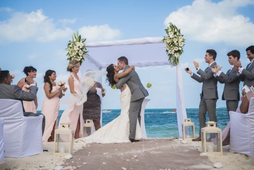 neesha-mike-beach-wedding-finest-Playa-mujeres-cancun-02-17