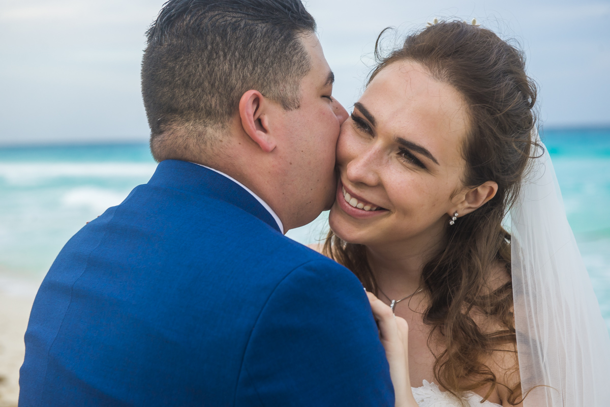 kate richard jw marroit cancun spa resort beach wedding 01 34 - Katia & Richard - JW Marriott Cancun