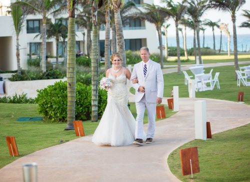 rachel ross beach wedding hyatt ziva cancun 01 19 500x364 - Rachel & Ross - Hyatt Ziva Cancun