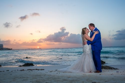 rachel ross beach wedding hyatt ziva cancun 01 37 500x333 - Rachel & Ross - Hyatt Ziva Cancun