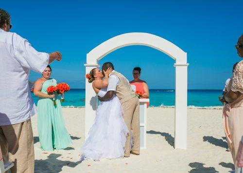 melissa matthew beach wedding Grand Oasis Cancun 01 19 500x356 - Melissa & Matthew - Grand Oasis Cancun