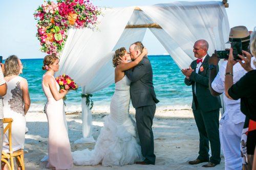 andrea kris playa del carmen wedding grand coral beach club 02 14 500x333 - Andrea & Kris - Grand Coral Beach Club