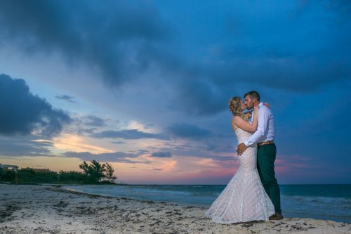 emily clay playa del carmen wedding grand coral beach club 01 36 500x333 - Emily & Clay - Grand Coral Beach Club