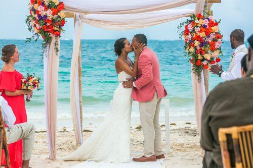 ashley che beach wedding now sapphire riviera cancun 01 16 500x333 - Ashley & Che - Now Sapphire
