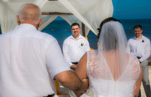aimee robert beach wedding ocean coral riviera maya 02 13 500x323 - Aimee & Robert - Ocean Coral and Turquesa