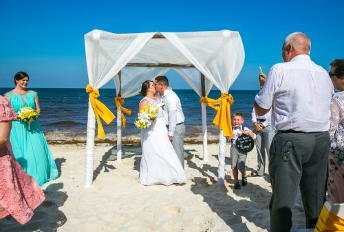 aimee robert beach wedding ocean coral riviera maya 02 7 500x337 - Aimee & Robert - Ocean Coral and Turquesa