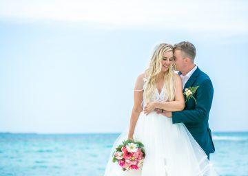 Iona & Travis – Hotel Riu Cancun