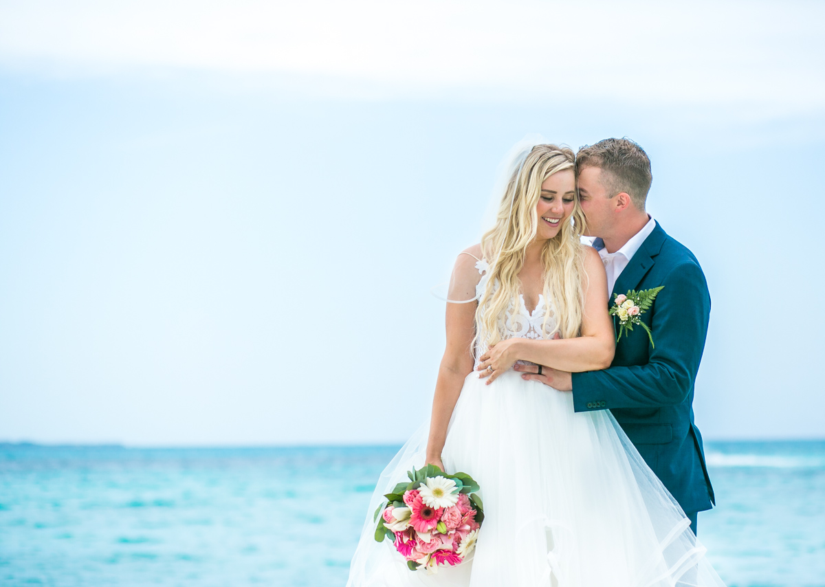 Iona & Travis – Hotel Riu Cancun