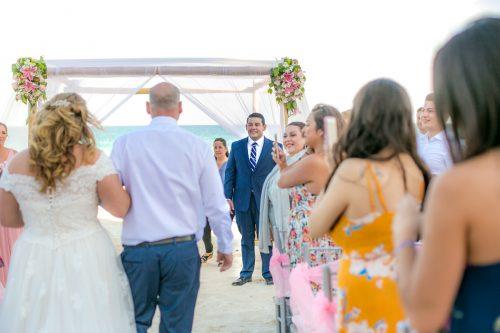 Chelsea Luis GR Caribe Deluxe Cancun Wedding.  15 500x333 - Chelsea & Luis - GR Caribe Deluxe