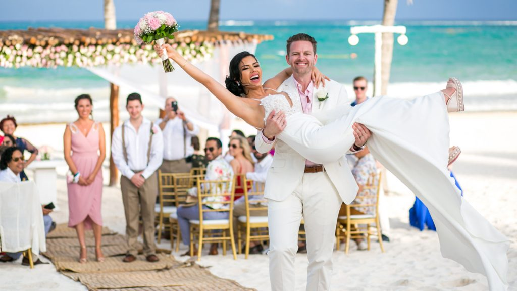 playa del carmen wedding photography slide 01 1024x576 - 7 Questions You Need to Ask Your Playa del Carmen Wedding Photographer Before Booking Them