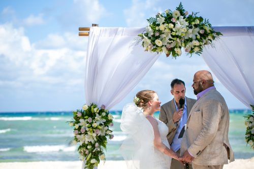 Christine Kam Sandos Caracol Eco Resort Playa del Carmen Wedding 13 1 500x333 - Christine & Kam - Sandos Caracol Ecoresort
