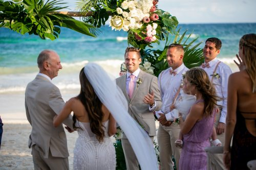 Vanessa Chris Akiin Beach Club Tulum Wedding 16 500x333 - Vanessa & Chris - Ak'iin Beach Tulum