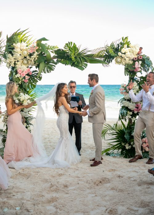 Vanessa Chris Akiin Beach Club Tulum Wedding 4 500x700 - Vanessa & Chris - Ak'iin Beach Tulum