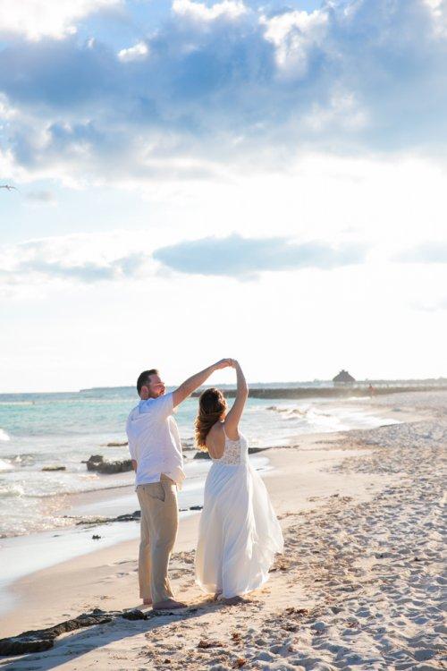 Lauren Zachary Riviera Maya Valentin Imperial Wedding 5 500x750 - Lauren & Zachary - Valentin Imperial Maya