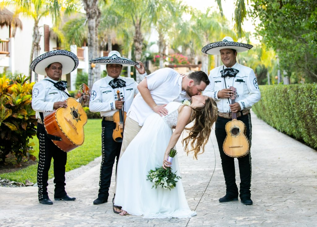 Lauren Zachary Riviera Maya Valentin Imperial Wedding 6 1 1024x733 - The Ultimate List Of Best Wedding Resorts In Mexico