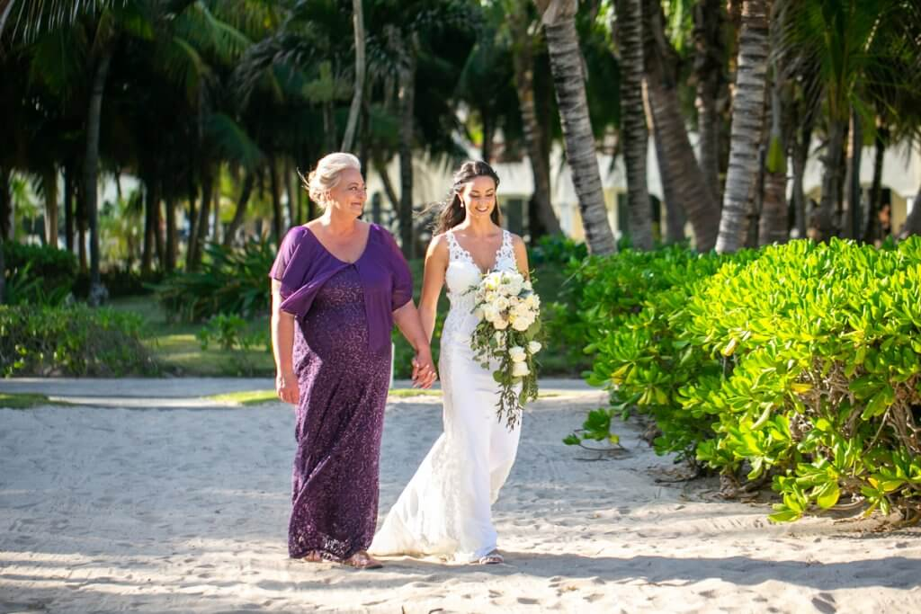 Sara Nathan El Dorado Royal Riviera Maya Wedding 13 1 1024x683 - Which Types Of Wedding Dresses Are Perfect For A Beach Ceremony?