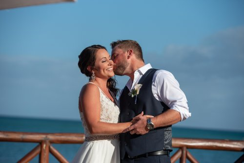 Beth Rob Margaritaville Island Reserve Riviera Cancun Wedding 19 500x334 - Beth & Rob - Margaritaville Island Reserve