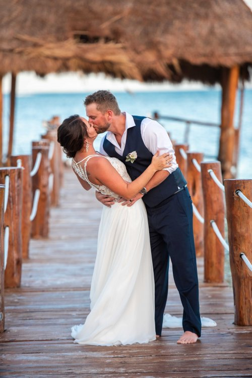 Beth Rob Margaritaville Island Reserve Riviera Cancun Wedding 38 500x749 - Beth & Rob - Margaritaville Island Reserve